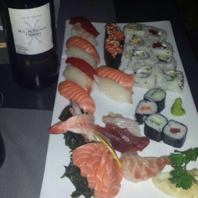 @leo_milano_46 ha condiviso la sua #scimmia su #monkifriends, il contest di @Monkifrog! *** La mia fissa é il sushi! Da quando l'ho provato la prima volta non riesco a farne a meno...davvero una fissa raga! #sharemonki #sushi #monkifrog ***
