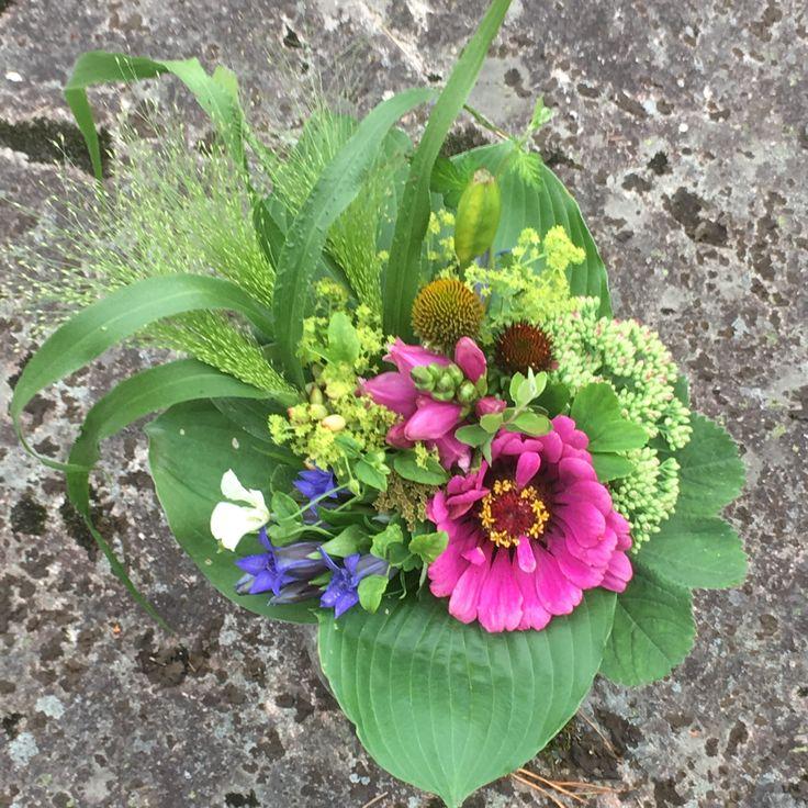 Flower arrangement, blomster binderi, kukkasidonta