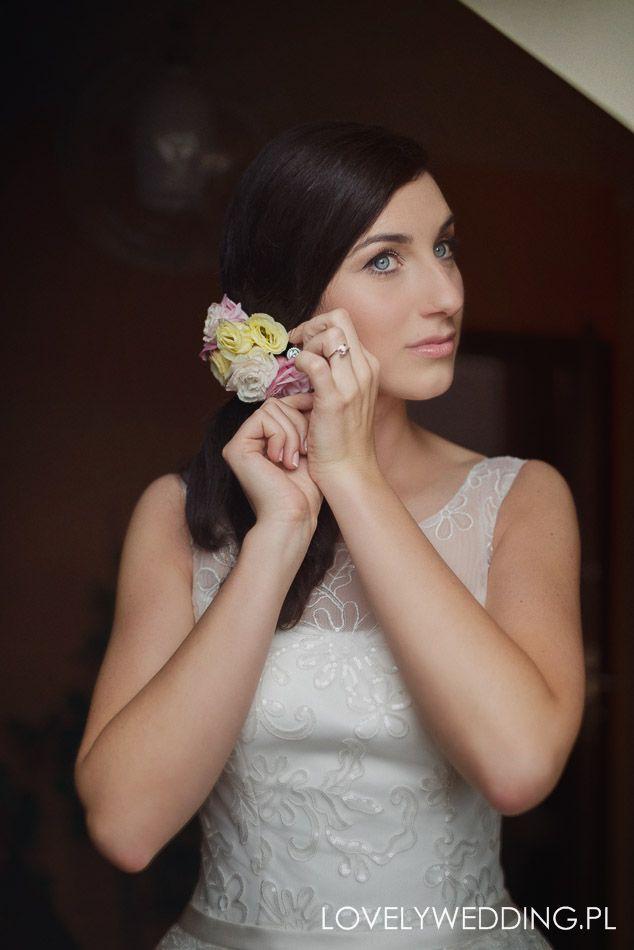 INNA Studio_ flowers for hair / kwiaty do włosów / ozdoba ślubna / fot. Lovely Wedding