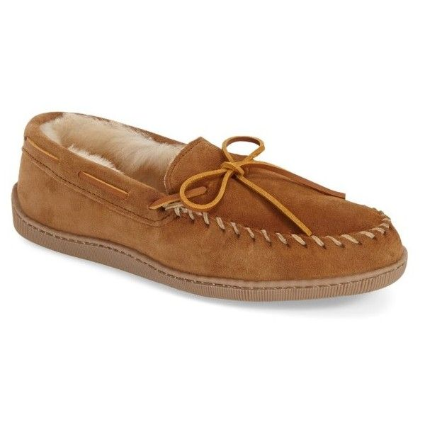 Men's Minnetonka Genuine Shearling Moccasin Slipper ($68) ❤ liked on Polyvore featuring men's fashion, men's shoes, men's slippers, tan, mens slippers, mens moccasins, mens tan shoes, mens moccasin slippers and mens shoes