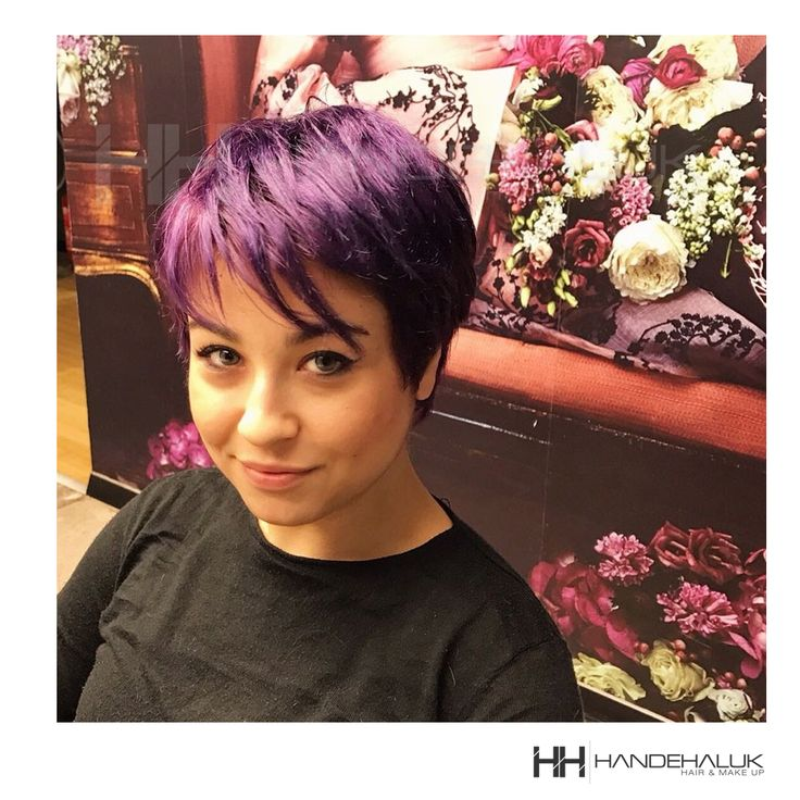 Saçların belirli kısımlarını renkler ile hareketlendirme trendi gitgide daha büyük bir heyecana dönüşüyor ve önümüzdeki sezonda da patlama yaratıyor!  #HandeHaluk #ulus #zorlu #zorluavm  #zorlucenter #hair #hairstyle #hairdye #hairdo #hairoftheday #hairfashion #hairlife #hairlove #hairideas #hairsalon #hairartist #hairtrends #hairstylists #hairinspiration #instaphoto #instagood #bestoftheday #inspiration #instahair