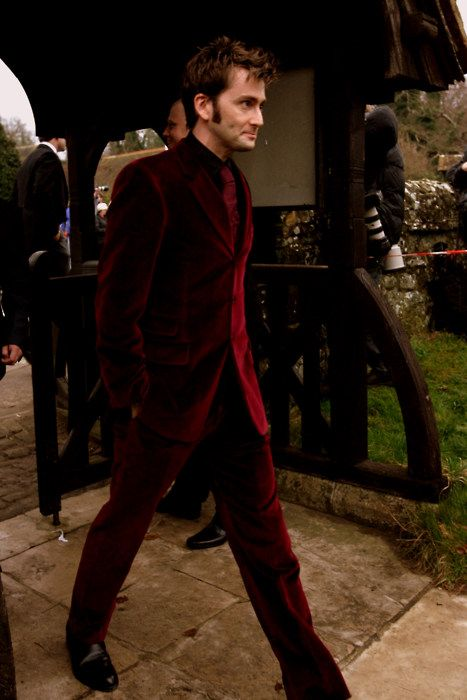 and looking damn good doing it. He's pulling off a velvet suit, people. THAT is impressive.