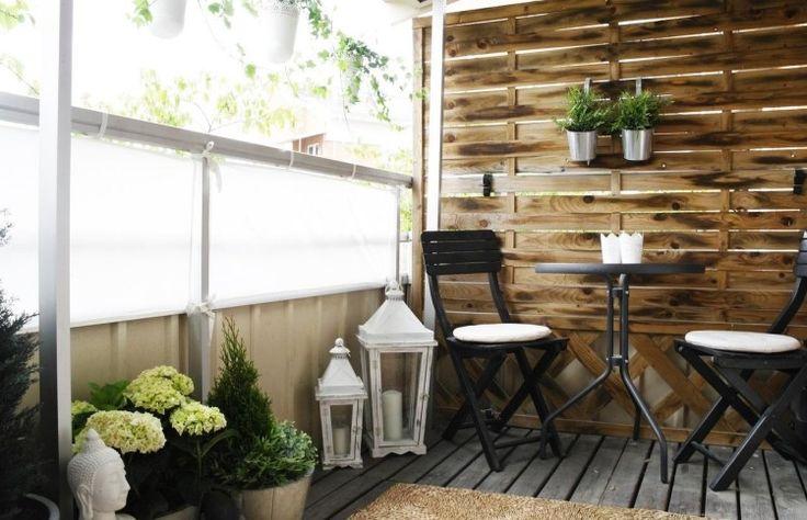 Stoff Sichtschutz und Holz Trennwand - weiße Dekorationen