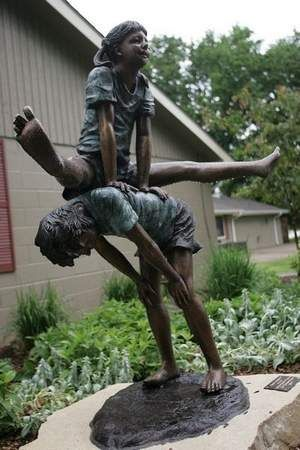 Urbandale unveils Leap Frog bronze statue at celebration in Lions Park   The Randolph Rose Collection