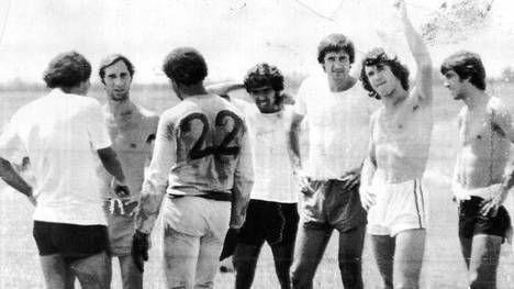Los entrenamientos de Bilardo con el Cali. Sin camisa 1977-78 - Deportivo Cali