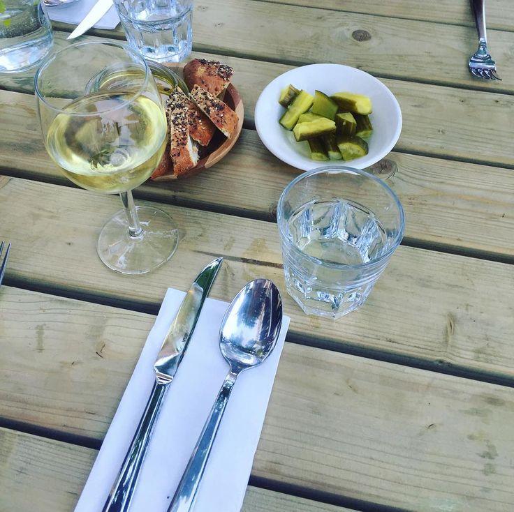 Lekker zomer lekker eten en wijn 🍷@instock_nl #zomeravond #zwoel #yumi