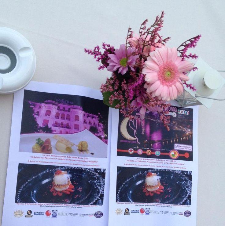 I volantini de La Cucina Italiana nel Mondo verso Expo 2015 distribuiti a Rimini http://www.informacibo.it/Grandi-Eventi/Expo-2015/la-notte-rosa-verso-lexpo-2015-una-festa-con-due-milioni-di-persone-e-un-giro-daffari-da-200-milioni-di-euro-il-gelato-nel-piatto-by-informacibo