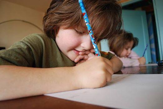 La vanatoare de litere! Jocuri pentru corectarea dislexiei si disgrafiei Aceste jocuri sunt recomandate copiilor din clasele I-IV care intampina dificultati in actul lexic si grafic. Modul de adaptare a exercitiilor la nivelul fiecarui copil, tine de creativitatea profesorului. http://jucarii-vorbarete.ro/jocuri-pentru-corectarea-dislexiei-si-disgrafiei/