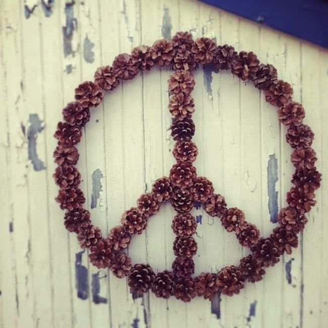 fircone peace #peacePeace Signs, Christmas, Front Doors, Pine Cones, Things, Earth Day, Wreaths, Finding Peace, Crafts