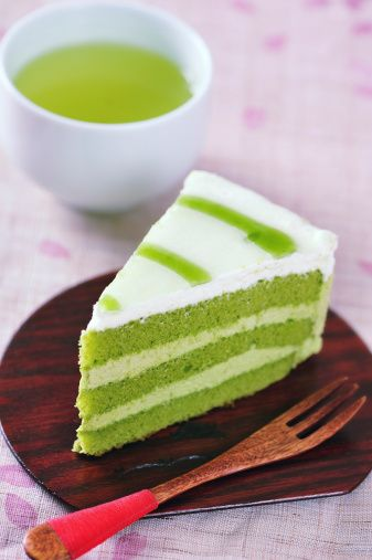"""Matcha Cake ::      2 eggs, at room temperature     60g confectioners' sugar     70g almond flour     1 tbsp matcha powder     15g all-purpose flour     2 egg whites, at room temperature     1/8 tsp cream of tartar     25g white granulated sugar  Filling:      1/2 packaged cream cheese     240 ml heavy cream     60g confectioner's sugar Bake in 12x16"""" pan @425 for 5-6 min."""