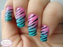 Unha ombré rosa e azul com listras de tigre.