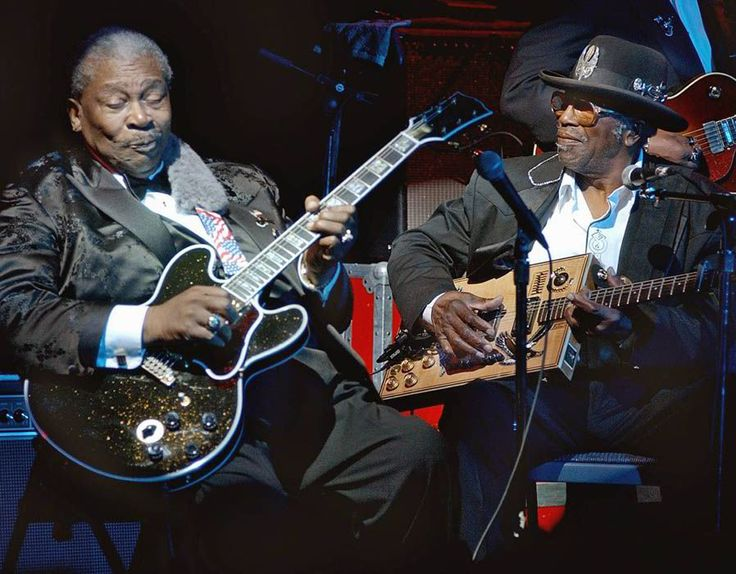 BB King performs with Bo Diddley at the second anniversary celebration of B.B. King's Blues Club and Grill in New York's TImes Square