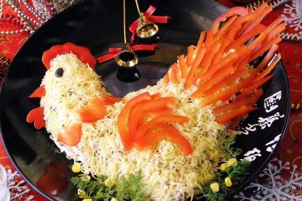 Красивый и вкусный праздничный салат «Петя Петушок» для новогоднего стола!