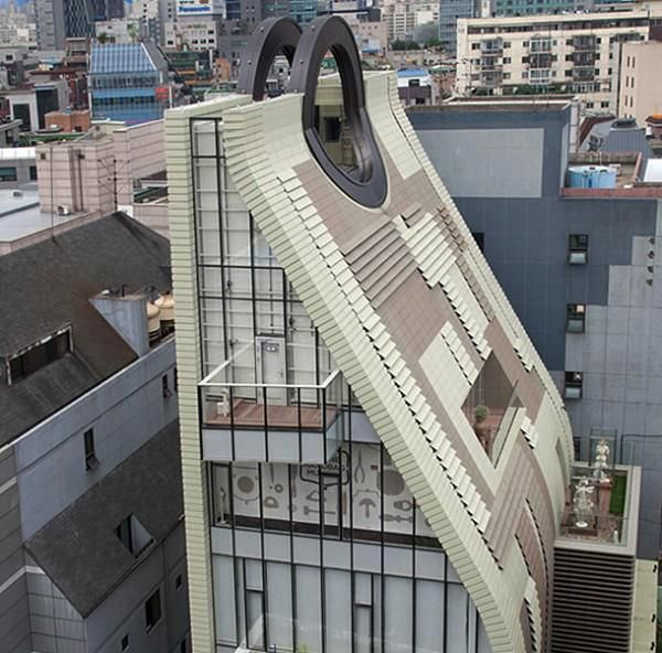 The architecture of the Simone Handbag Museum, Seoul.
