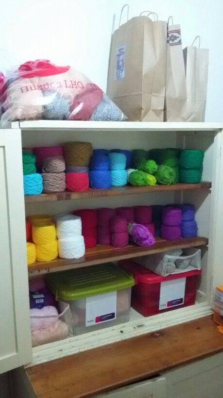 Mi mueble de lanas. Las puertas de abajo no se muestran. Ni el desorden de cajas x toda la casa