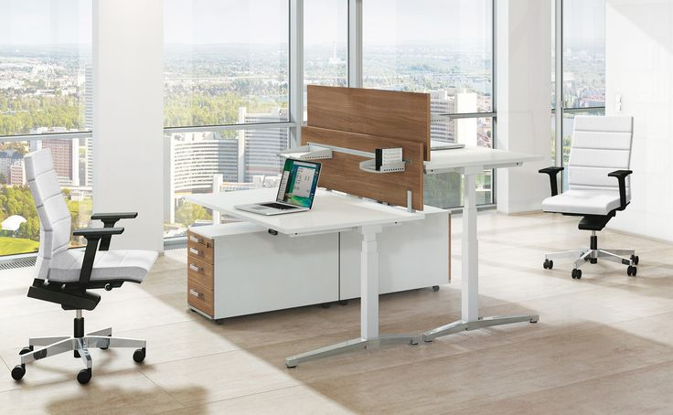 Canvaro Desking Programme: flexible stand-up/sit-down workplaces effectively help to prevent back pain and muscular tension.