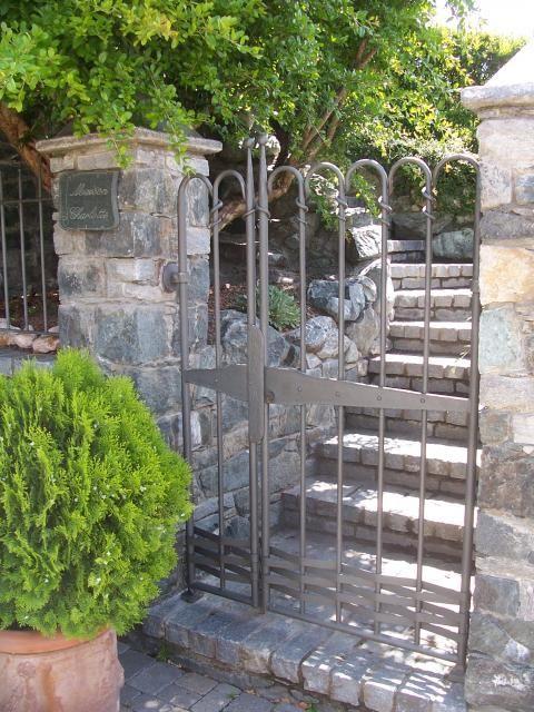 Cancelli per esterni e interni in ferro battuto