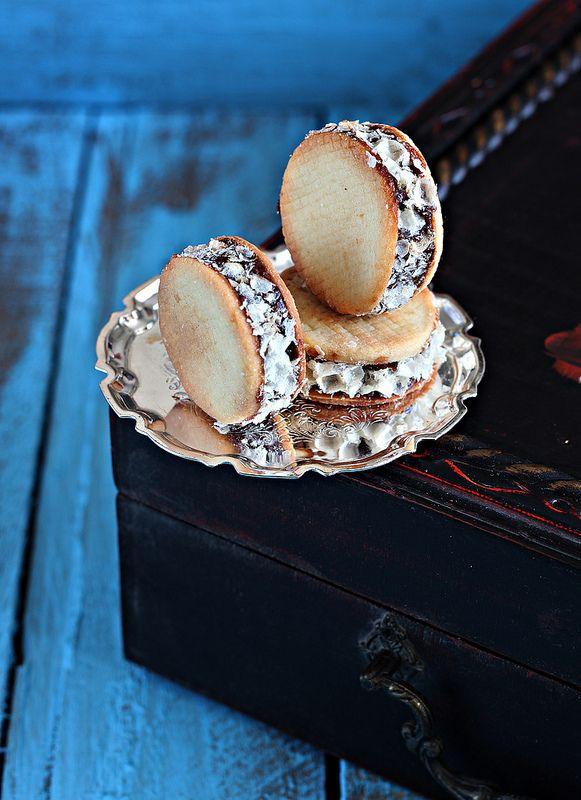 Печенье с шоколадно карамельной начинкой