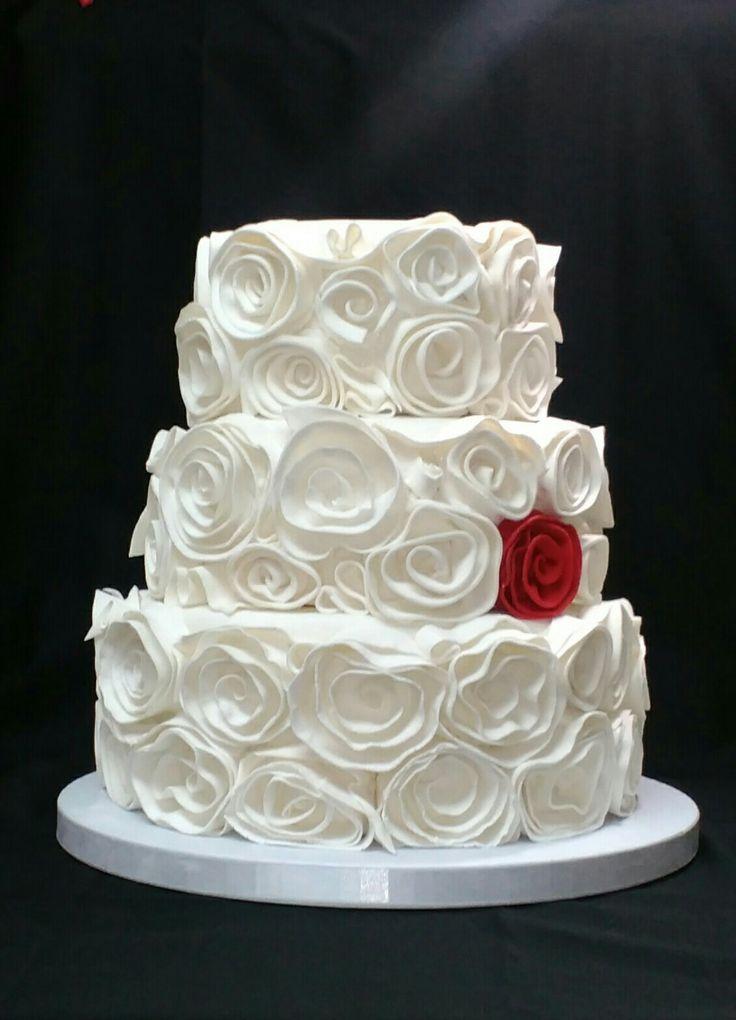 Wedding cake#swirled fondant roses