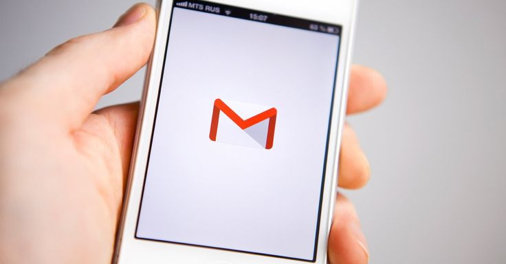 If you're getting Gmail emails hours after they have been sent -- or not receiving new messages at all -- it's not just you.  http://mashable.com/2013/09/23/gmail-email-delays/#