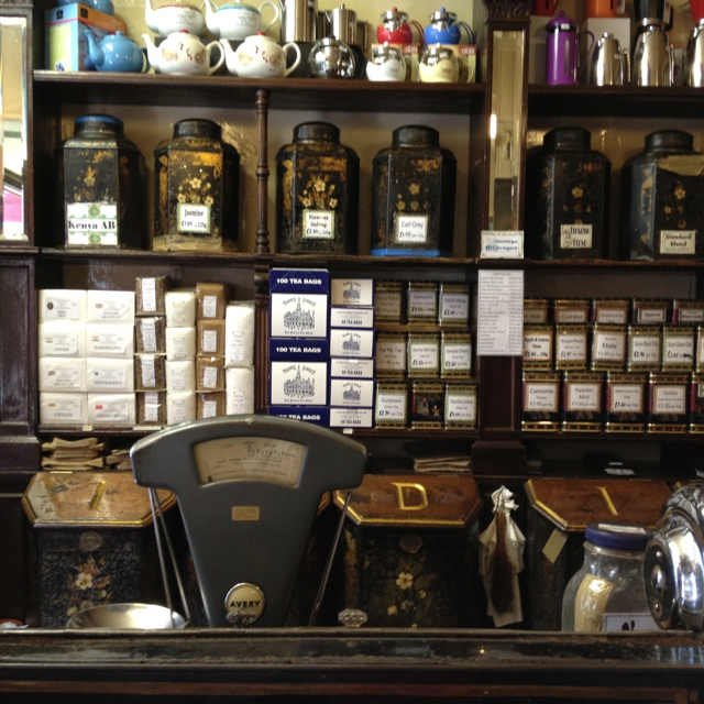 Braithwaites Beautiful old tea & coffee shop in Dundee