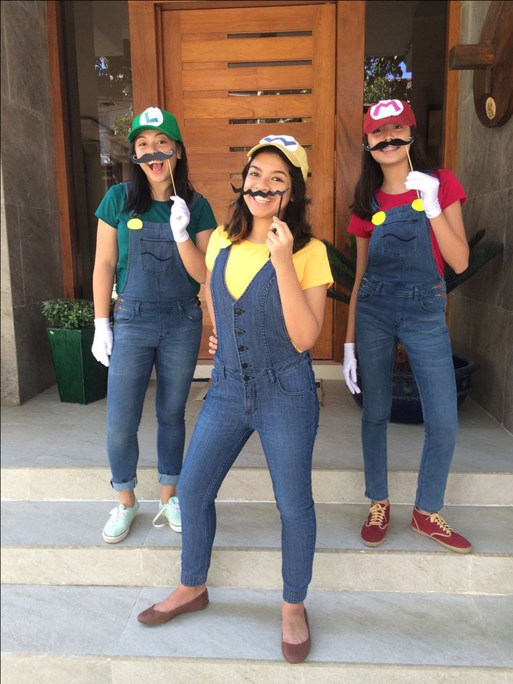 mario, luigi and wario costume idea. Super Mario bros !!