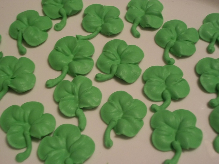 Green Royal Icing Shamrocks St Patrick S Day Cake