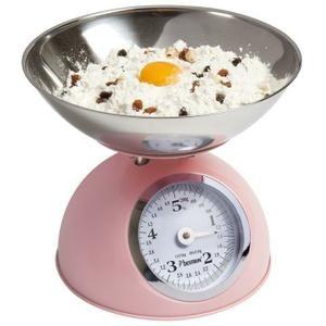 Balance de cuisine rose BESTRON DKW700SD Cette balance de cuisine DKW700SD de chez Bestron a un design retro et est fournie avec un grand bol en acier inoxydable amovible qui peut etre lave au lave-vaisselle. Coloris: Rose Dimensions: 24,7 x 24,7 x 21,2 cm (L x P x H) Poids: 0,95 kg Capacite: 5 kg P