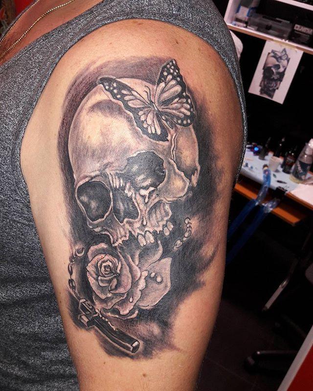 L2 #skull#mariposa#rosa#tatuaje#frantatao#lezajsk#ink#in#the#meat# mariposa,the,frantatao,ink,rosa,skull,lezajsk,in,tatuaje,meat