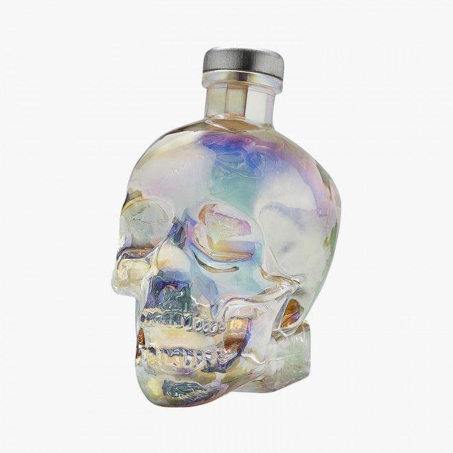 La célèbre vodka canadienne, Crystal Head, nous révèle en ce début de mois d'août son nouveau flacon : Aurora. Conçue en 2008 par le célèbre artiste canadien, Dan Aykroyd, Crystal Head Aurora est présentée dans un flacon unique réalisé entièrement à la main avec des finitions irisées. Aucune bouteille ne se ressemble, chaque produit est unique. Cette nouvelle vodka a été créée dans le but de rendre hommage au plus surprenant des phénomènes aérien au monde : Les Aurores Boréales. Crystal ...