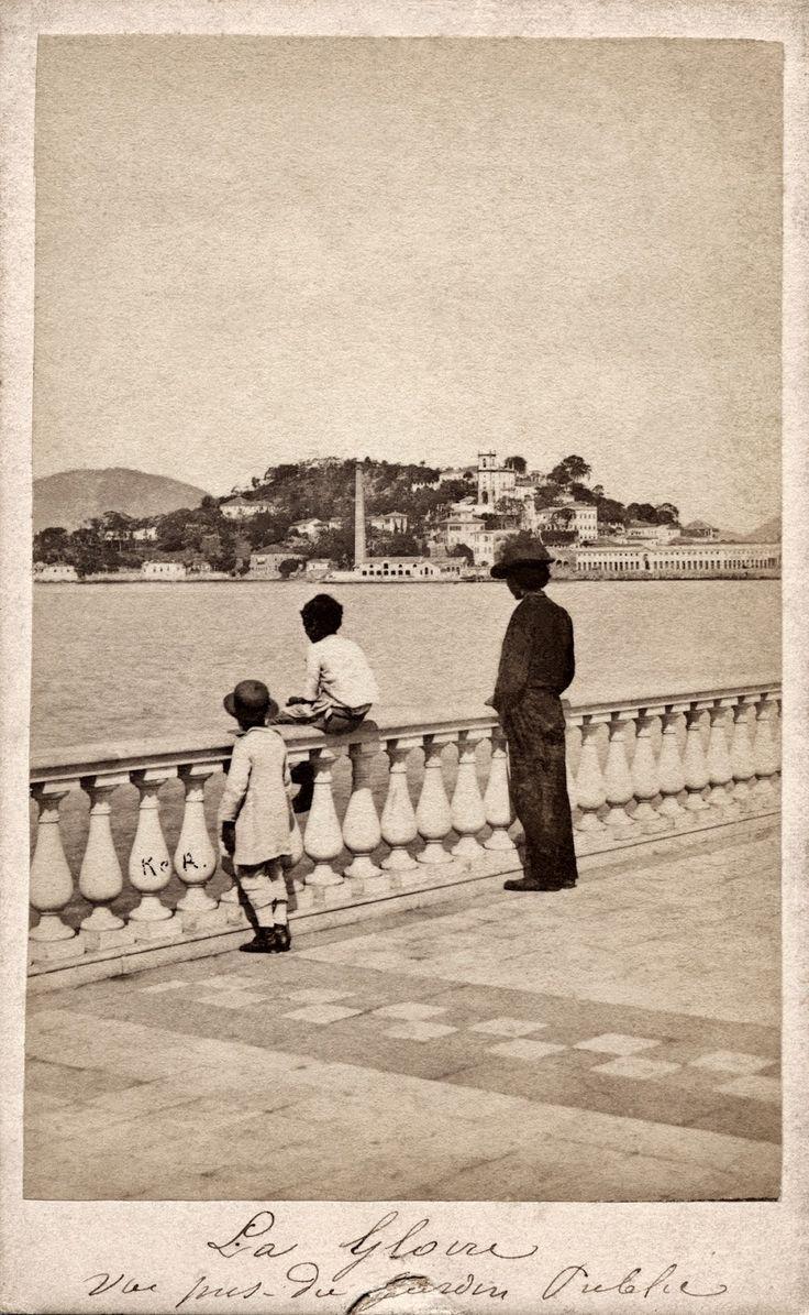 A Glória, vista do Passeio Público, Rio de Janeiro, 1861 (Revert Henrique Klumb/Acervo Instituto Moreira Salles).