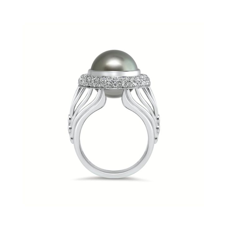 The beauty of curves - The Lantern Ring by Fairfax & Roberts #TheLanternFR
