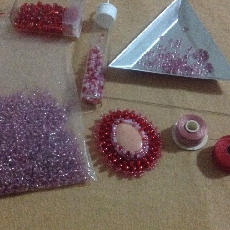 More beadwork in progress!  This is a cabochon I made from polymer clay, surrounded by pink and red seed beads.  I am trying to decide which colour felt to back it with, before it becomes a brooch!