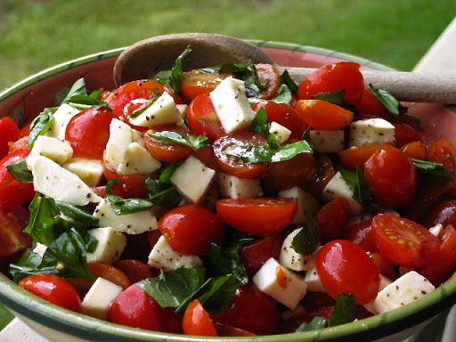 Roz's Caprese Salad with Grape Tomatoes, Mozzarella & Basil Recipe on Yummly