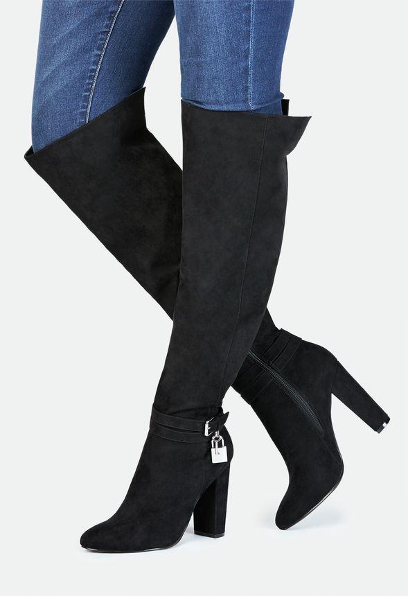 Wir lieben Heels, wir lieben Boots, wir lieben Shanaya! Der sexy Stiefel mit Absatz und feinen Akzenten sorgt für einen atemberaubenden, vielseitigen Look....