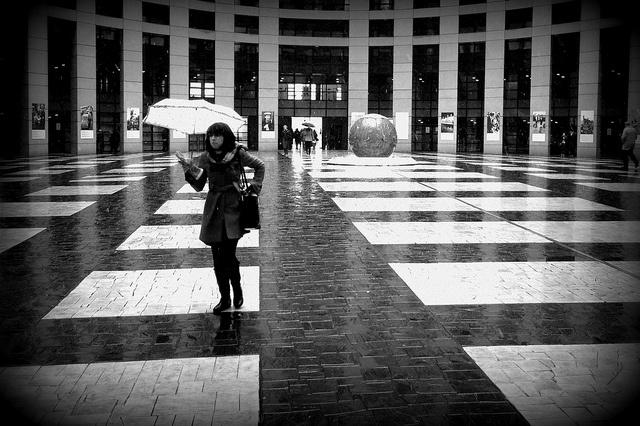 Deštník a koule by kozusnik.eu, via Flickr