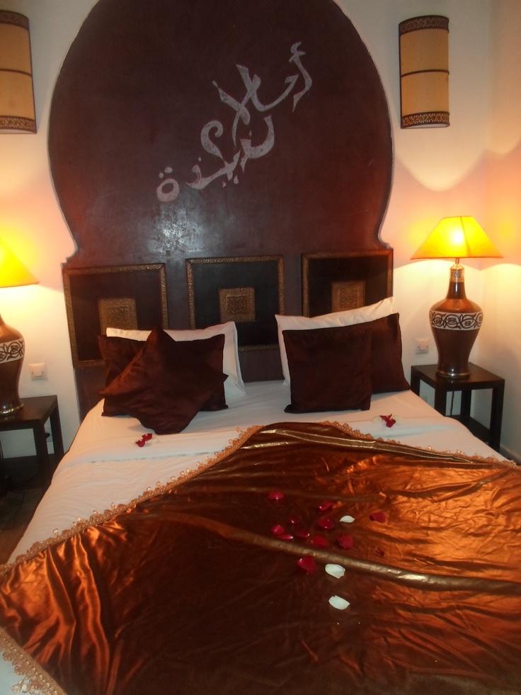 inspiring 66 mysterious moroccan bedroom designs 66 mysterious moroccan bedroom designs with white brown bedroom wall bed pillow blanket nightstand lamp