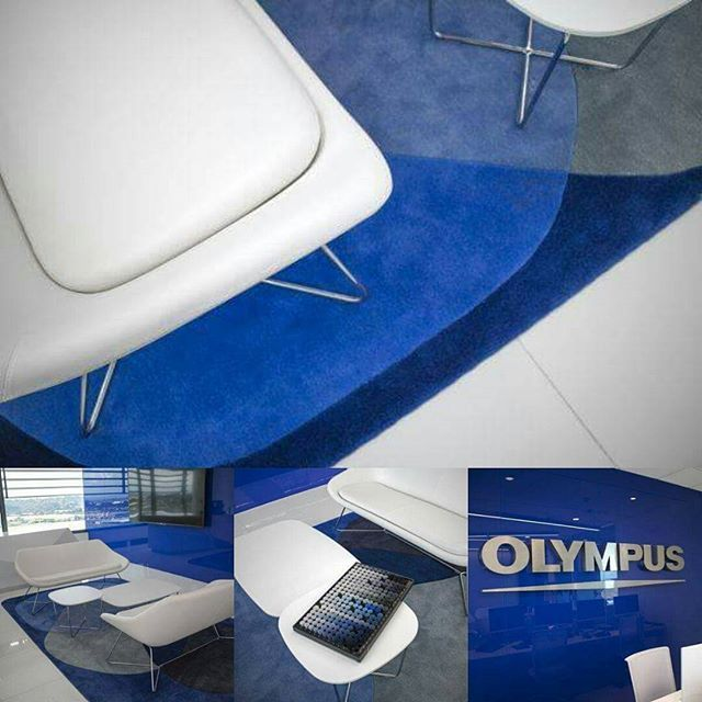 Is BLUE your favourite colour? Our team believes that these bespoke rugs, custom-made for the Olympus headquarters, fit the clients brief to complete their corporate look #geometricdesign #bluetones #olympus #officedecor #reception #interiordesign #waitingroom