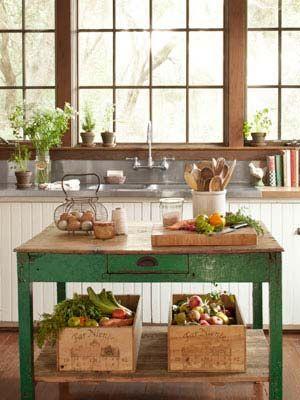 una mesa antigua que puede servir de isla en tu cocina