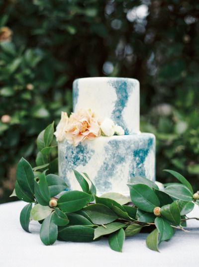 Unique cake: http://www.stylemepretty.com/2015/05/01/organic-evergreen-wedding-inspiration/ | Photography: Sawyer Baird - http://www.sawyerbaird.com/