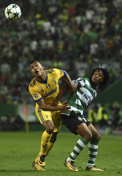 Juventus' Brazilian defender Alex Sando (L) vies with Sporting's forward Gelson Martins during the UEFA Champions League football match Sporting CP vs Juventus FC at the Jose Alvalade stadium in Lisbon on October 31, 2017. / AFP PHOTO / FRANCISCO LEONG