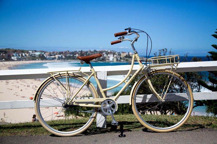 The LEKKER Sportlief in cream embodies a refreshing beach-side ride.