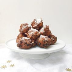De lekkerste oliebollen bakken zonder frituurpan! Dit oliebollen recept is een beproefd familie recept. Voor het bakken gebruik je olie. De oliebollentest