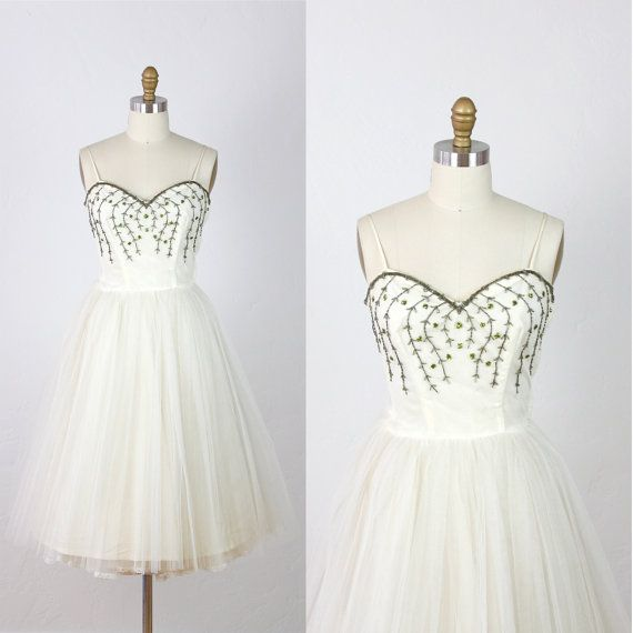 IN love with this. Future wedding dress. Fuck yes. 1950s Full Skirt Wedding Dress White Tulle Vintage by salvagelife, $395.00: Wedding Dressses, Full Skirts, Tulle Wedding Dresses, Tulle Vintage, 1950S Full, Beads Vines, Beads Dresses, Vintage Beads, Dresses White