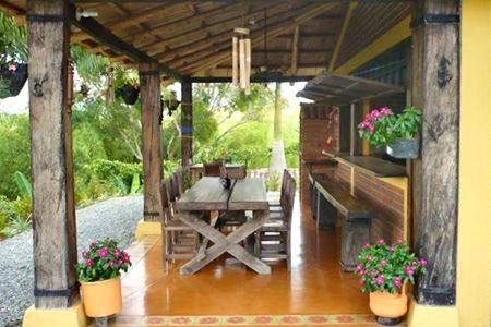 Casas de campo sencillas y frescas al aire libre buscar for Fachadas de casas con terraza