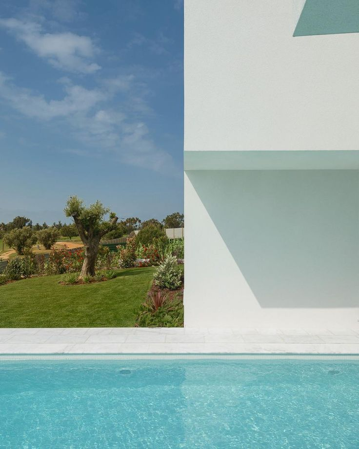 Between Two White Walls | @corpo_atelier |  Ricardo Oliveira Alves   #ricardooliveiraalves #RicardoOliveiraAlvesPhotography #corpoatelier #architecturephotohraphy #nikonphotographer#portugal #photooftheday #archidaily #p3top #homeadore #myhousebeautiful #d_signers #myhouseidea #architizerdetails #architecture_hunter #archilovers #architecturedose #archiproducts #restlessarch #arch_grap #allofarchitecture #fubiz #brutal_architecture #promenadearchitecture #archite_design…