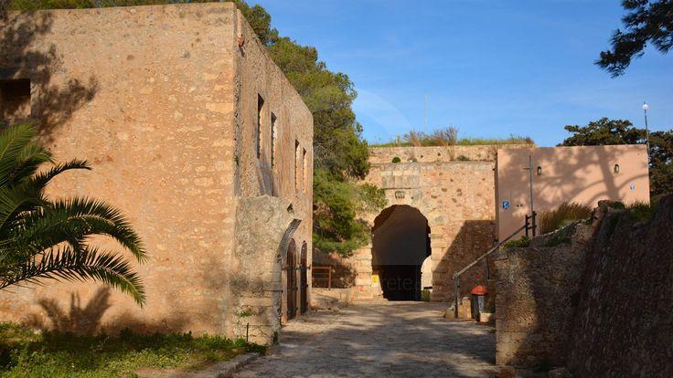 Στο λόφο του Παλαιοκάστρου, στο βοριοδυτικό μέρος της πόλης του Ρεθύμνου βρίσκεται επιβλητικό φρούριο της Φορτέτζας.