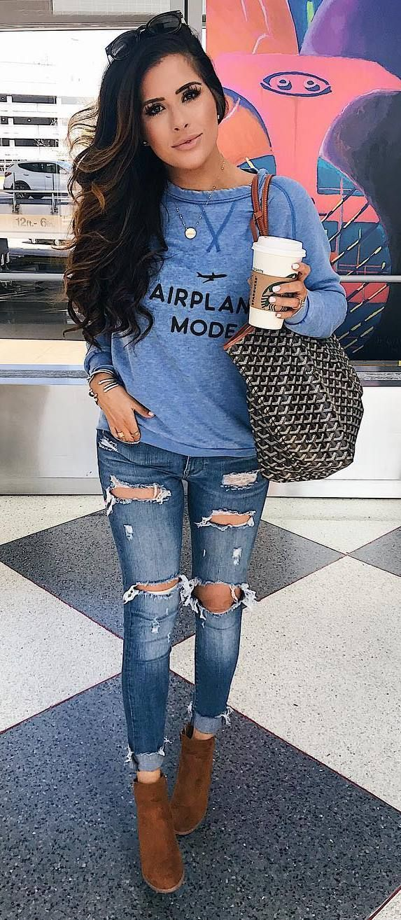 casual style obsession / printed sweatshirt + bag + rips + boots