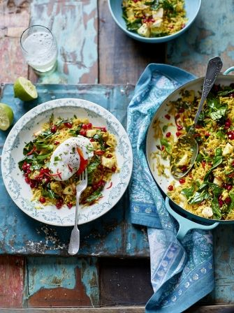 This spiced veggie rice with poached eggs recipe is a beautiful vegetarian dish from Jamie Oliver & great alternative way to use up Christmas leftovers.