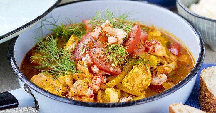 Fiskgryta med räkor och kräftstjärtar – recept